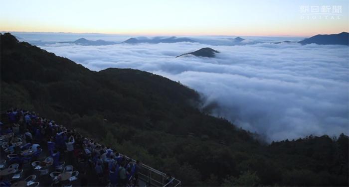 unkai_hokaido_more_oblakov