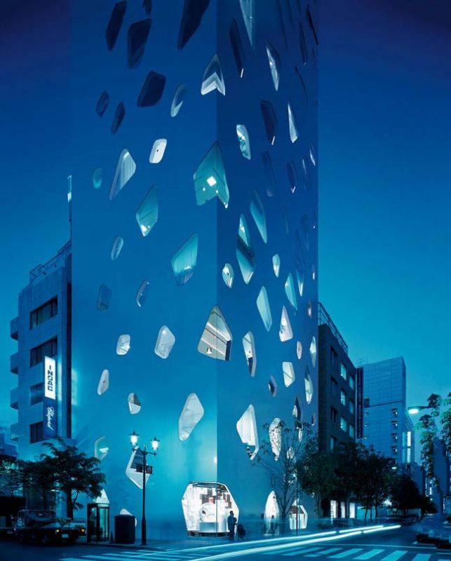 Zhizneradostnaya_arkhitektura_Toyo_Ito