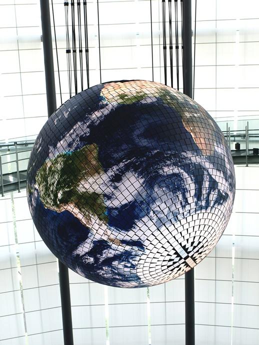 miraikan-globus-yaponiya
