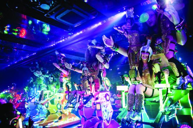 Futuristicheskiy_restoran_v_Tokio